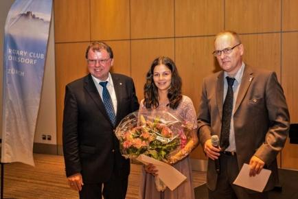 Jugendförderpreisträgerin Javelyn Kryeziu mit den beiden Präsidenten