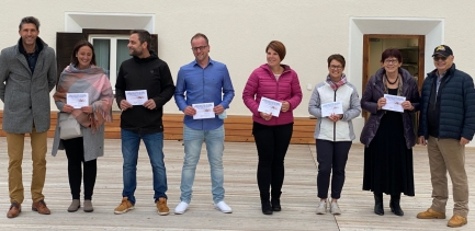 Präsident Rotary Club St. Moritz P.Wiederkehr u. Rot. M.Barblan überreichten symbolisch 6 PflegemitarbeiterInnen den Gutschein